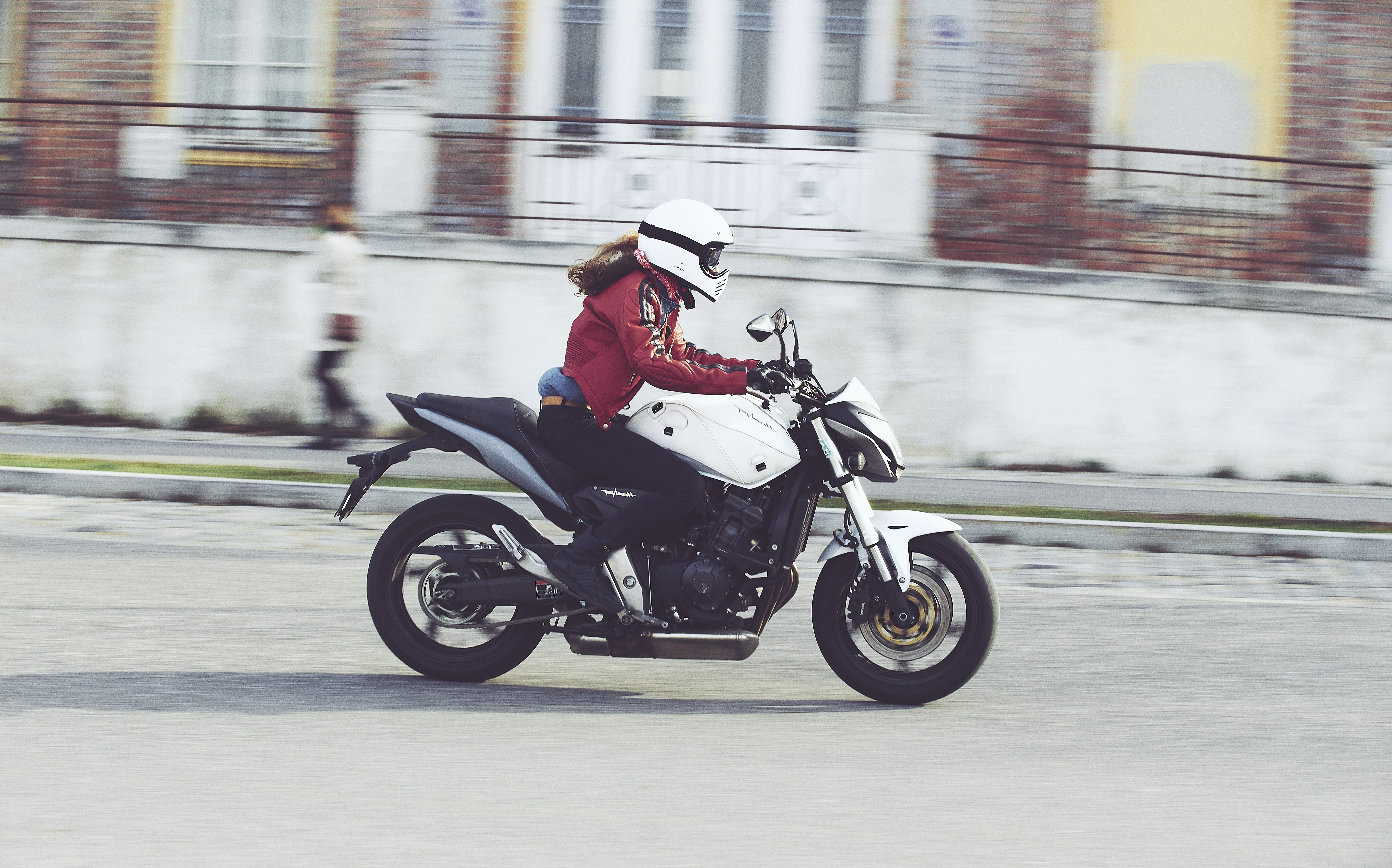 Jenna Philippe with her Hornet 600 moto rider on tour